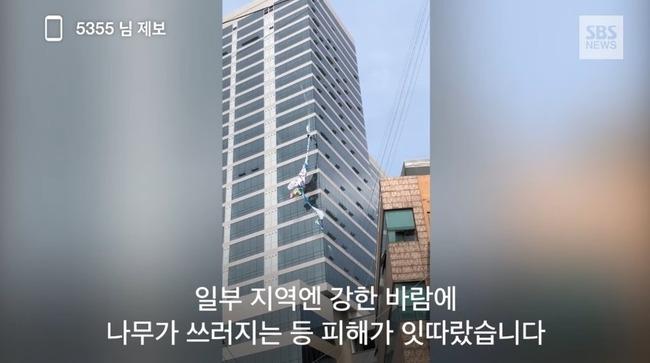 韓国 垂れ幕 強風に関連した画像-04