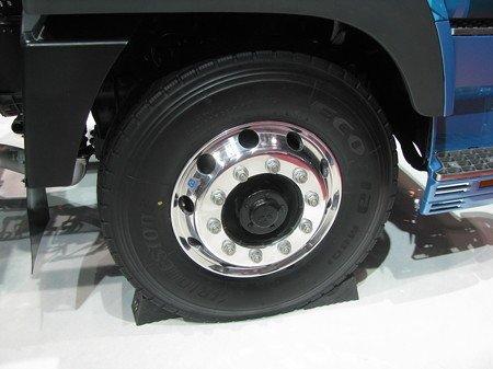タイヤが破裂して店員死亡に関連した画像-01