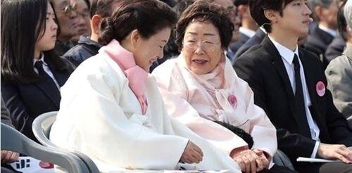 韓国 慰安婦 当事者 支援団体 批判 政治利用に関連した画像-01