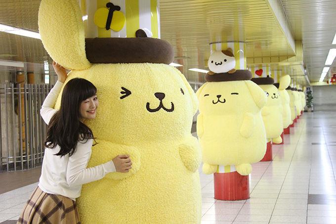 ポムポムプリン 巨大ぬいぐるみ 新宿駅 串刺しに関連した画像-04