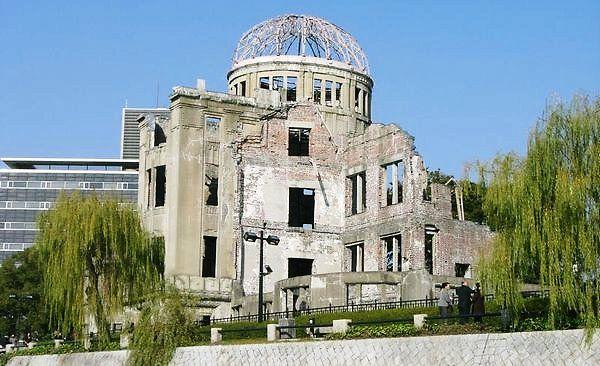 """『ポケモンGO』を""""不謹慎だから削除""""させた平和記念公園、観光客を呼ぶために原爆ドームをイルミネーションでデコりだすwwっw"""