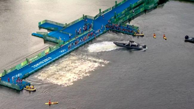 東京五輪 トライアスロン スタート ボート 嘔吐 汚水に関連した画像-05
