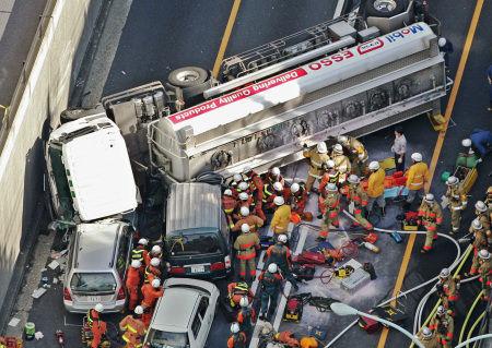 首都高 タンクローリー 32億円 賠償 事故 高速道路に関連した画像-01