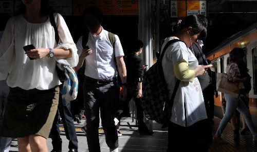 歩きスマホ 罰則化に関連した画像-01