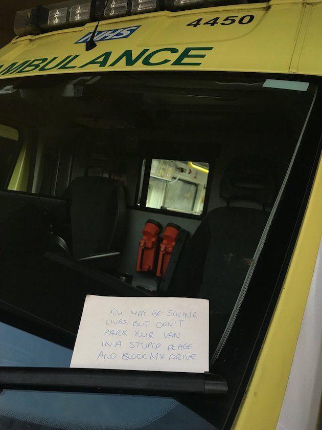 救急車 イギリス 苦情 メモ 停車に関連した画像-03