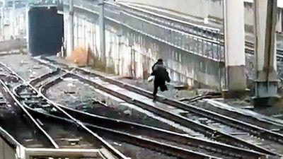 痴漢 線路 逃走 動画に関連した画像-01