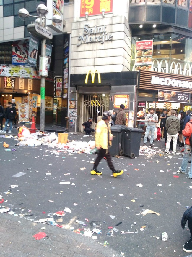 ハロウィン 渋谷 ゴミ ポイ捨てに関連した画像-06