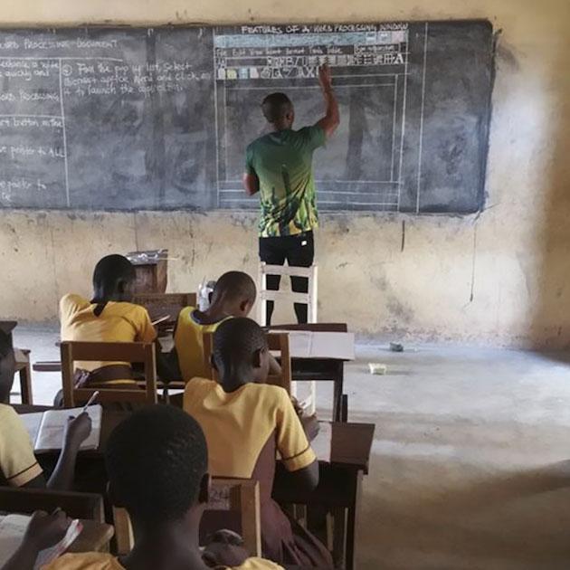 アフリカ 小学校 IT 授業 ガーナ に関連した画像-03
