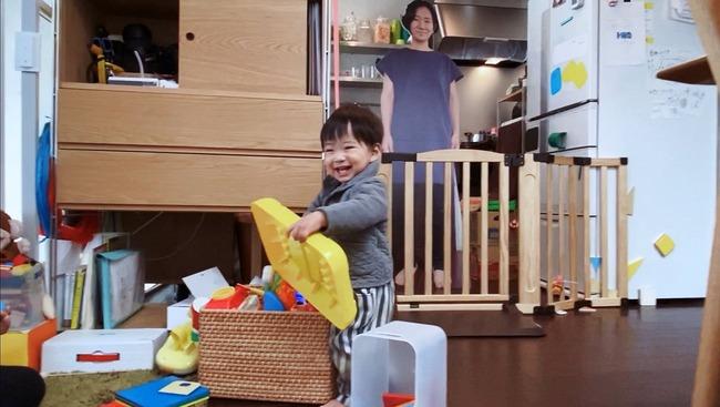 母 1歳児 泣く 対策 等身大パネルに関連した画像-03