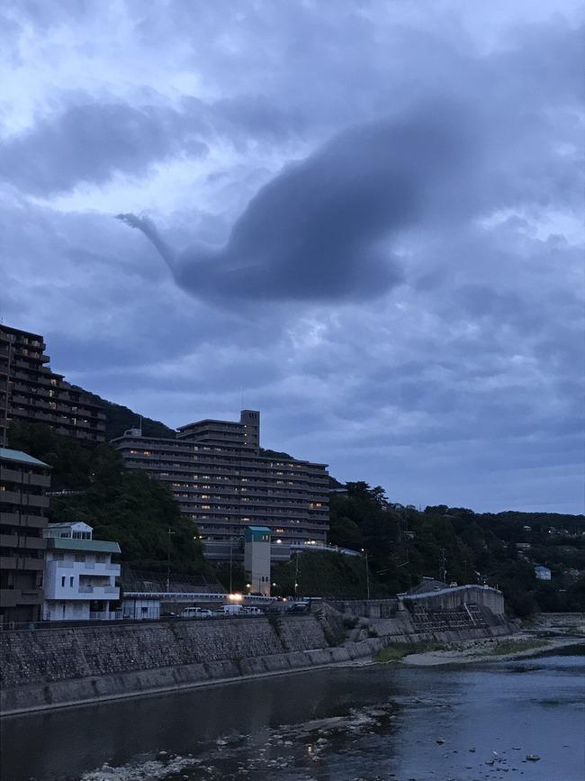 火の鳥 雲 手塚治虫 兵庫県宝塚市 空 幻想的に関連した画像-03