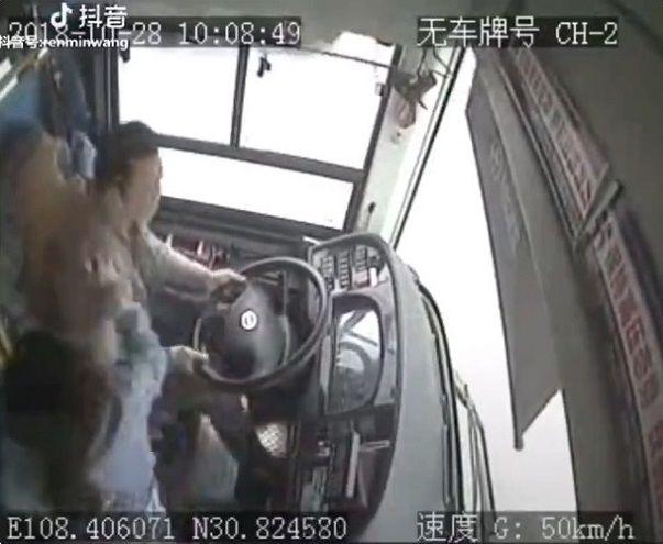 中国バス 橋 転落に関連した画像-02