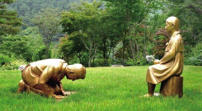 韓国 慰安婦 謝罪する安倍像 植物園に関連した画像-01