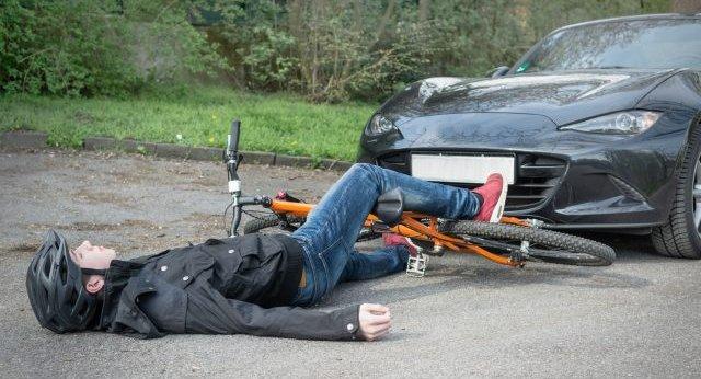 交通事故 自転車 車 交差点 原因に関連した画像-01