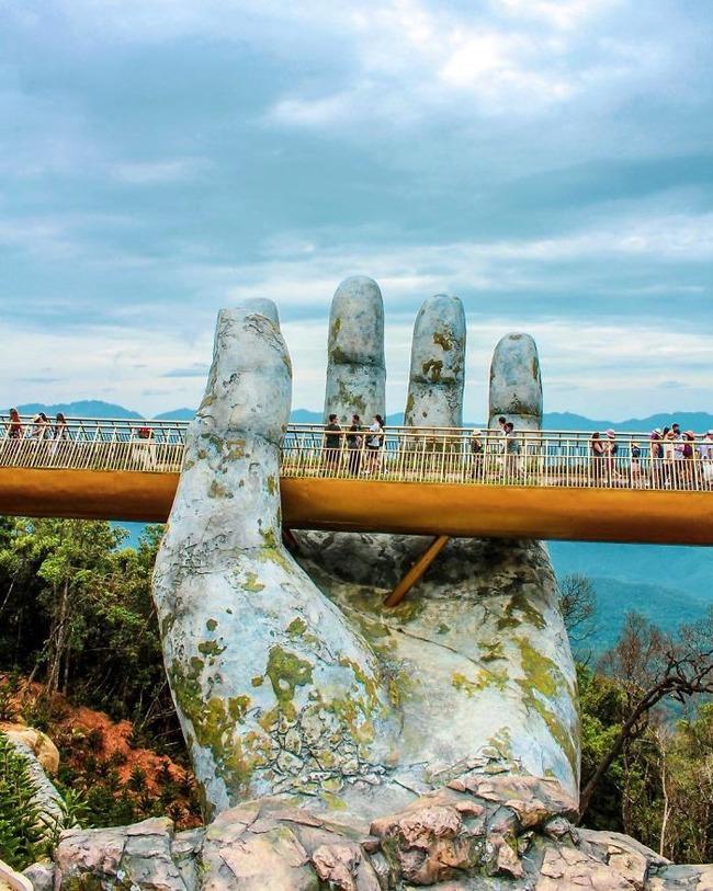 ベトナム ゴールデンブリッジ 石の手 観光に関連した画像-06