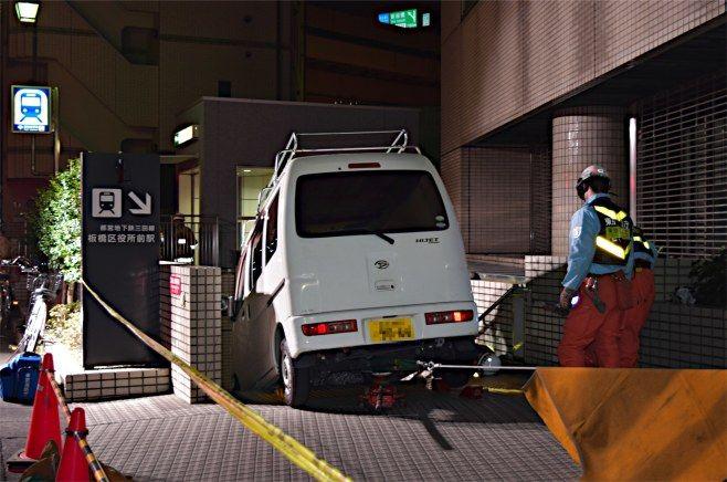 地下鉄 車 侵入に関連した画像-04