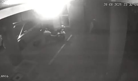 夜中 駐車場 人感センサー 防犯カメラ バイク 心霊現象に関連した画像-04