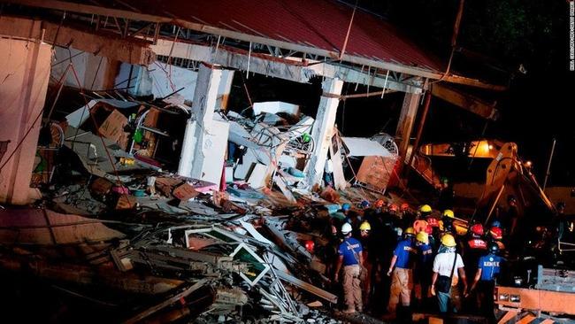 フィリピン マニラ 高層ビル 屋上 プール 地震 滝に関連した画像-01