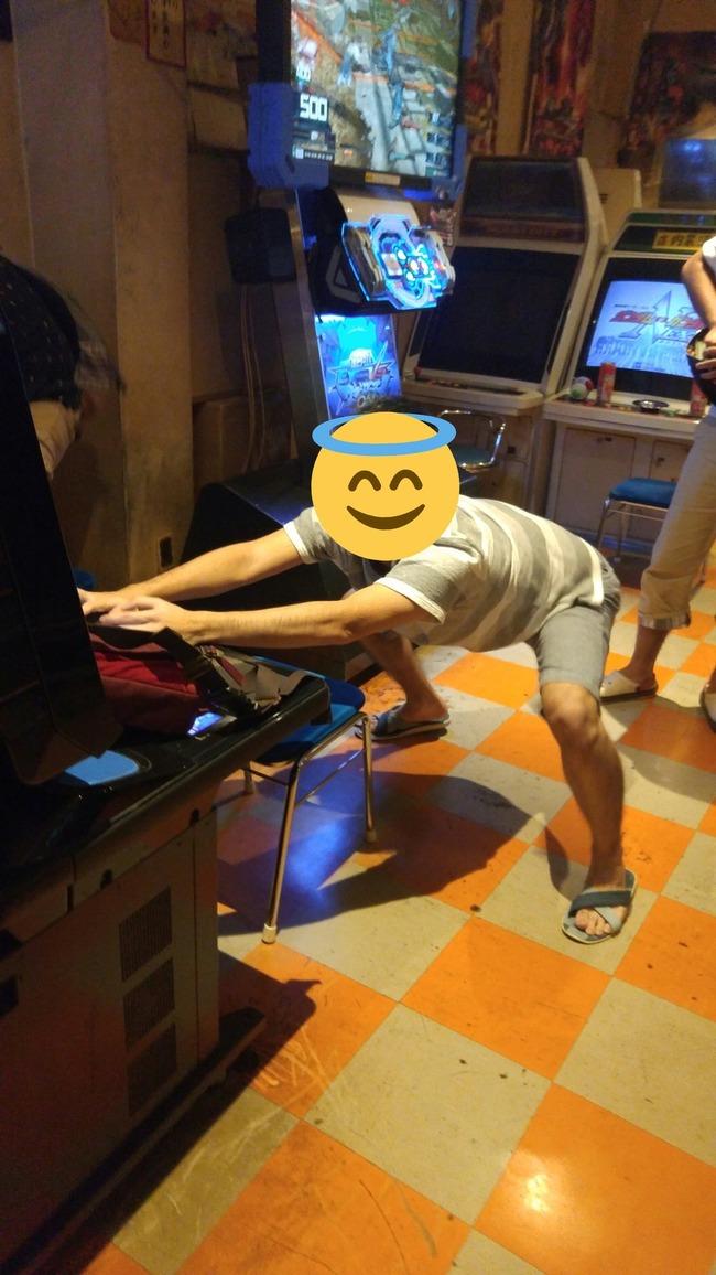 ゲーセン ゲームセンター ゴキブリ ガンダム 足元 ポーズ 格好に関連した画像-02