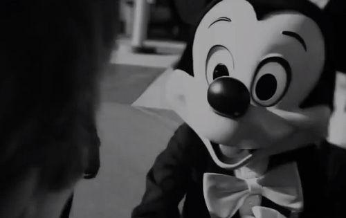 ディズニーランド ミッキー 無視 男性 暴行に関連した画像-01