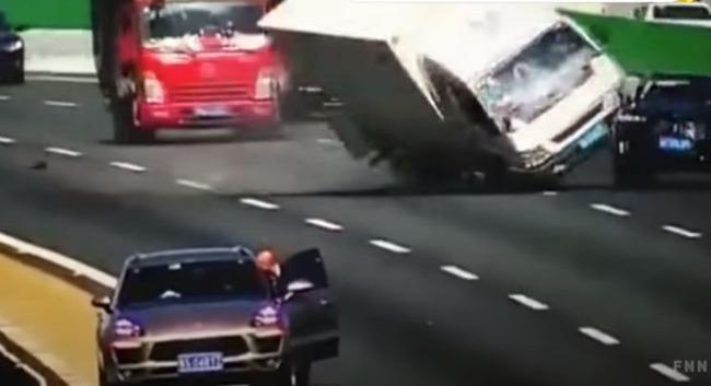 中国 事故 ジャッキ 三角停止板 に関連した画像-01