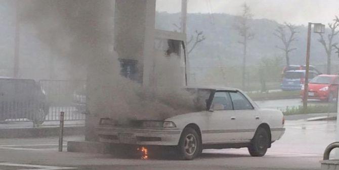 ガソリンスタンド クルマに関連した画像-01