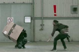 ダンボール メタルギア 不法侵入 スネークに関連した画像-03