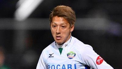 サッカーJ2馬渡和彰選手によるボールボーイへの暴力行為、更にサポーターも水かける嫌がらせをしていた