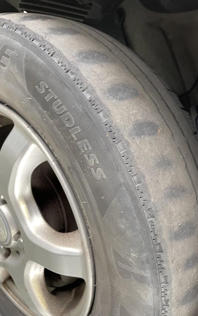 車 滑る 運転 怖い 女性 スタッドレス タイヤ に関連した画像-02