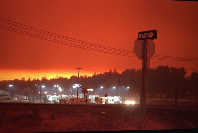 アメリカ 山火事 異界 SIREN 赤い 空に関連した画像-03