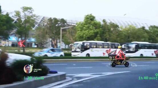 中国 車 フロントガラス 交通情報 投影 未来 SFに関連した画像-04