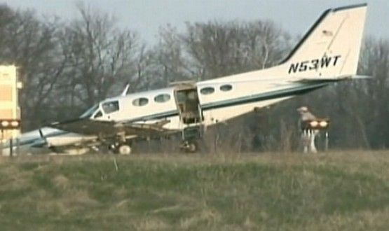 helen-collins-80-year-old-woman-lands-plane-video-cessna-414