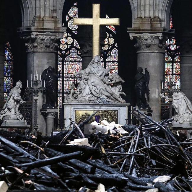 ノートルダム大聖堂 崩壊 廃墟 火災 十字架に関連した画像-03
