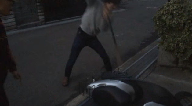 PS4 破壊 親父 ハンマー たむちん 逆襲 原付バイクに関連した画像-06
