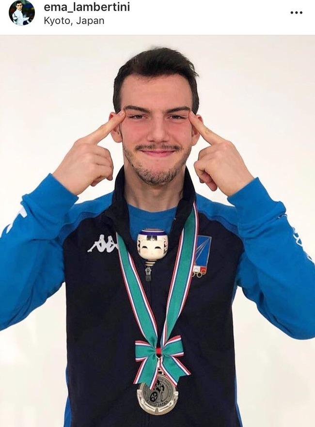 フェンシング世界王者 吊目写真 差別ジェスチャーに関連した画像-03