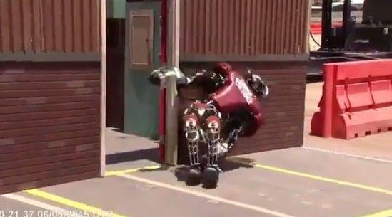 二足歩行ロボット ドア バトルに関連した画像-09