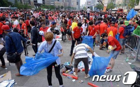 W杯 韓国 ゴミ拾いに関連した画像-01