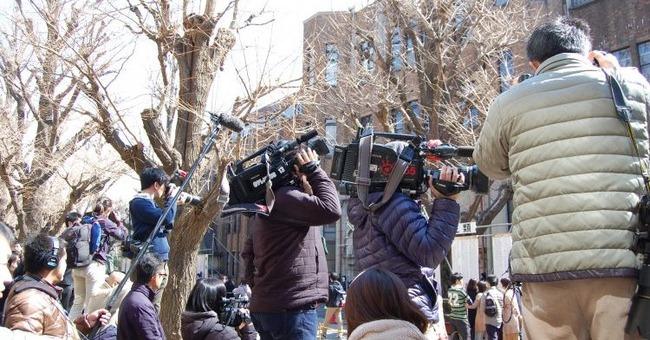 タクシー 衝突 報道陣 安倍総理に関連した画像-01