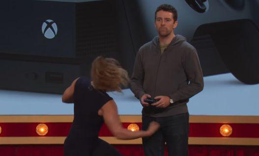XboxOneX 宣伝 プロモーション 股間 いじめ プレイ体験 に関連した画像-01