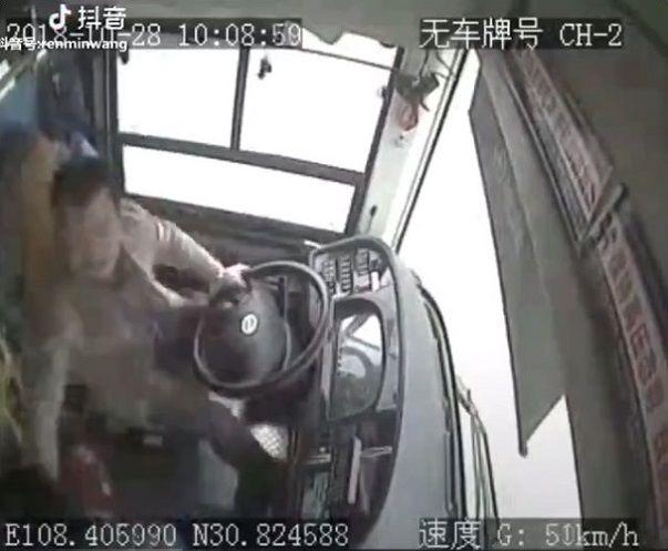 中国バス 橋 転落に関連した画像-03