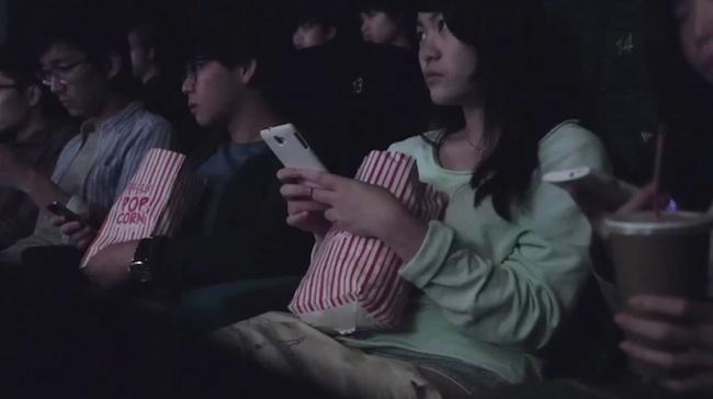 映画館 スマホ 携帯 マナー違反に関連した画像-01