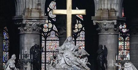 ノートルダム大聖堂 崩壊 廃墟 火災 十字架に関連した画像-01