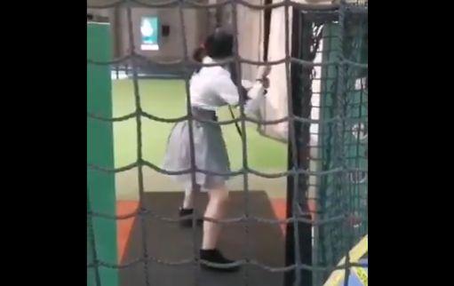 彼氏 彼女 バッティングフォーム 引いた バッティングセンターに関連した画像-01