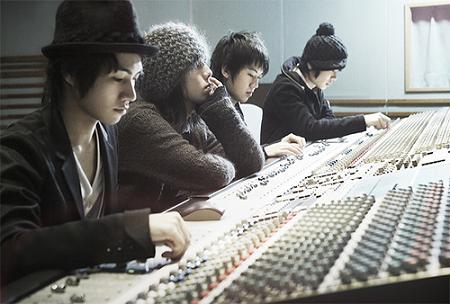 RADWIMPS 新曲 軍歌 ニューシングル「カタルシスト」 揶揄する声 日本に関連した画像-01