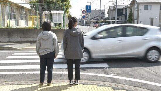 日本人ドライバーさん、小学生が横断歩道を渡ろうしているのに止まらず走行 中国ネットで映像が拡散され叩かれる