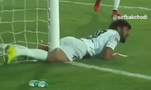 サッカーの試合中に選手が股間を強打→実況者が神がかった解説を披露wwwww
