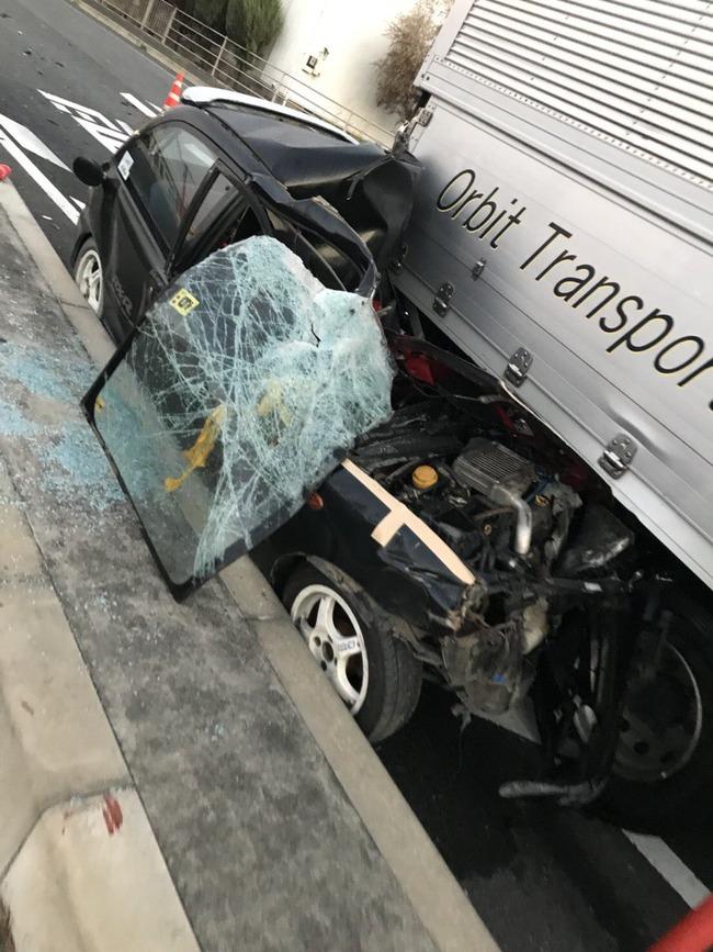 トラック 幅寄せ 廃車に関連した画像-02