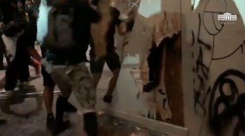 ホワイトハウス BLM デモ 暴動 衝撃映像公開に関連した画像-04