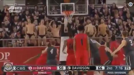 バスケ フリースロー 邪魔をする 動画 爆笑 海外 NBAに関連した画像-03