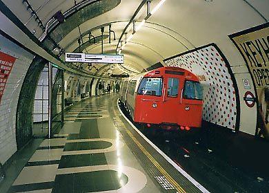 イギリス 地下鉄 シリア テロ ナイフ 刺傷に関連した画像-01