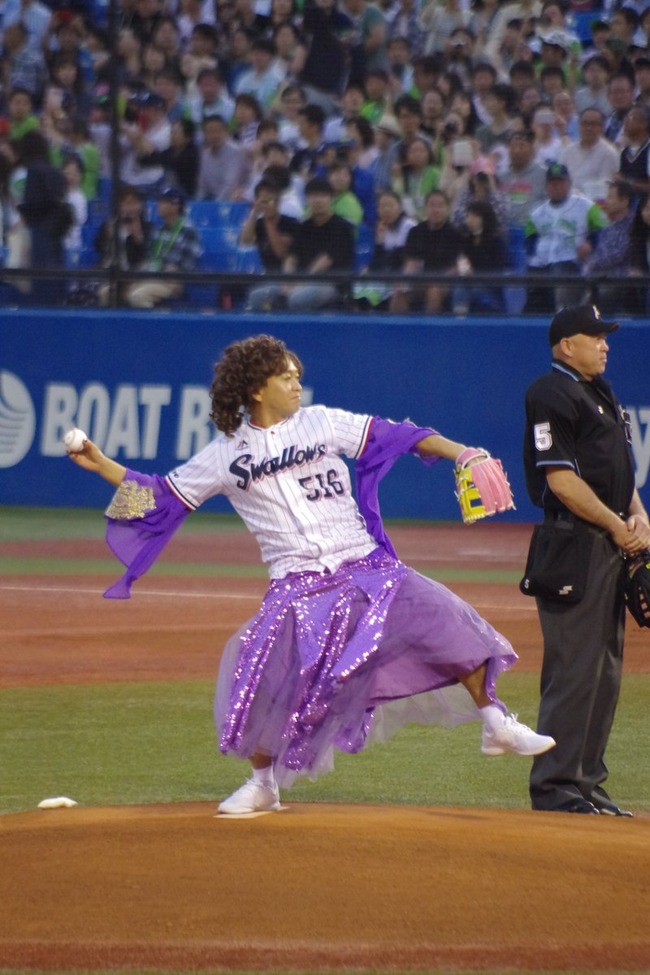 TOKIO 城島茂 島茂子 始球式に関連した画像-04
